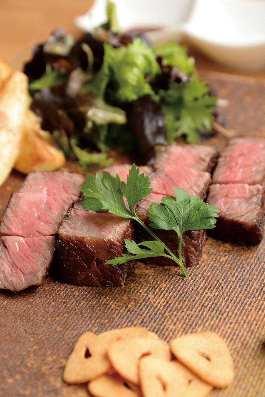 Haru dining(日本橋) 黒毛和牛肩ロース鉄板焼50g1600円(税別、写真は100g)