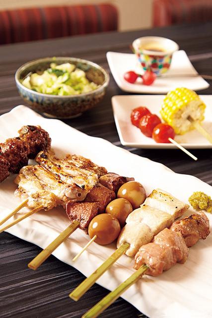炭匠 鶏亀 本八幡北口店(本八幡)炭匠 鶏亀焼き鳥フルコース 2780円水郷どりを使用したこだわりの焼き鳥のほか、小鉢や食事、デザートなどが楽しめる。