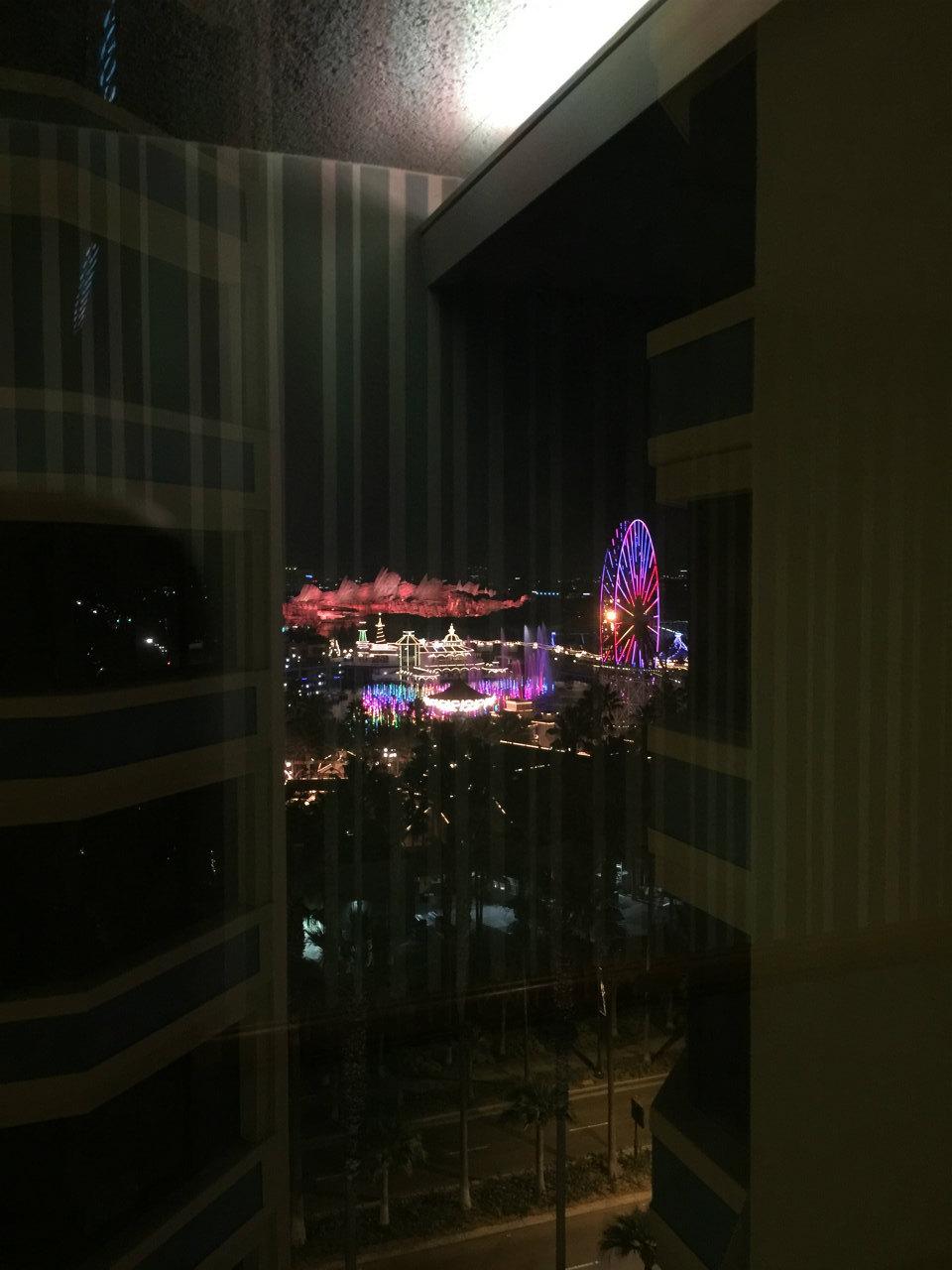 ホテルの廊下からスマートフォンで撮影したパラダイス・ピア、こんな眺めを楽しめるのもメリットの1つなのかもしれません。