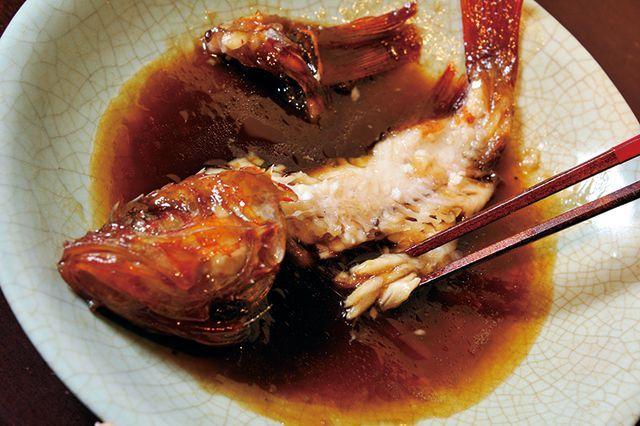 魚マナー/煮魚・小技2身が崩れてしまったら、箸で集めていただく