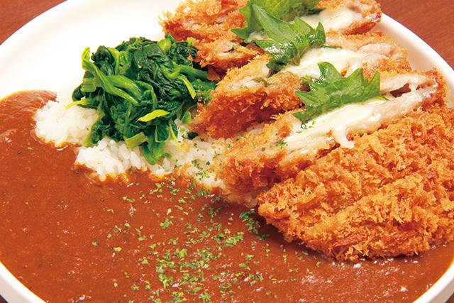 Bal&dining~Earth~(御徒町) 大葉とチーズのサンドカツカレー 1100円 大葉のさわやかな香りとチーズのコクがプラスされ、ついつい食が進む人気メニュー。