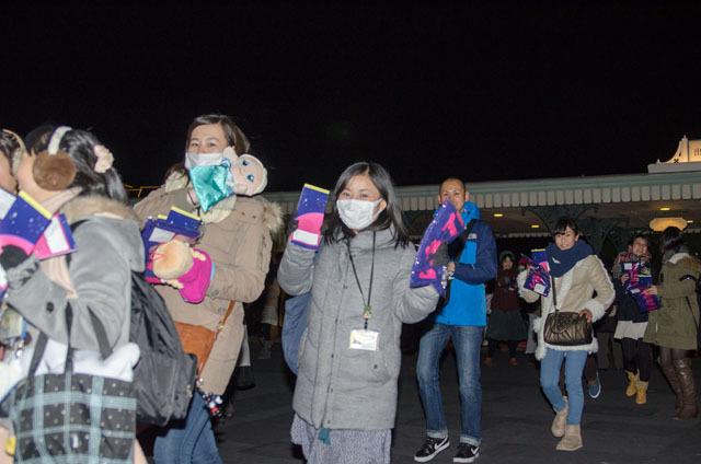サンクスデーで東京ディズニーランドに入園するキャストたち ©Disney