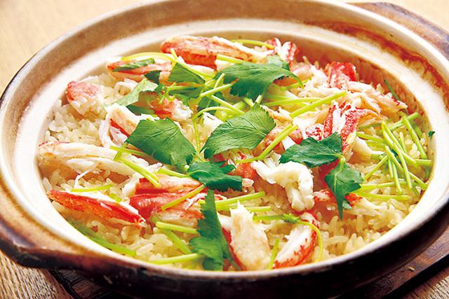 日本料理 仲志満(大森)かにの炊き込みご飯(コース料理内)注文を受けてから土鍋でじっくりと炊き上げる。繊細な旨みが凝縮しただしが絶品。