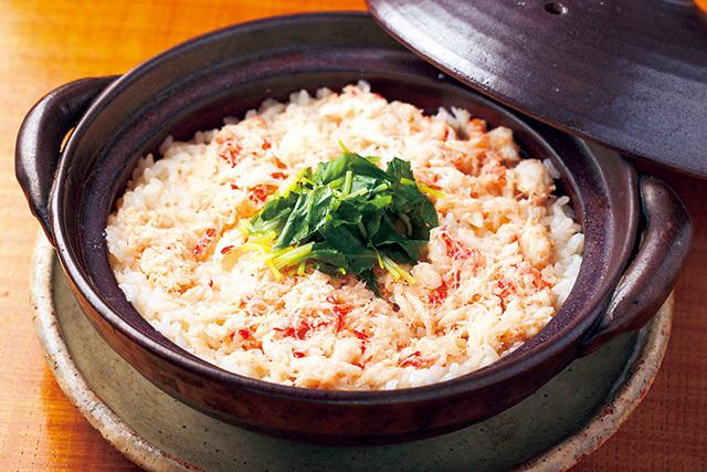 阿川(三軒茶屋) ズワイガニ土鍋飯 2400円 ほんのりとした甘みがご飯に染みわたっている。〆に注文する料理に最適だ。