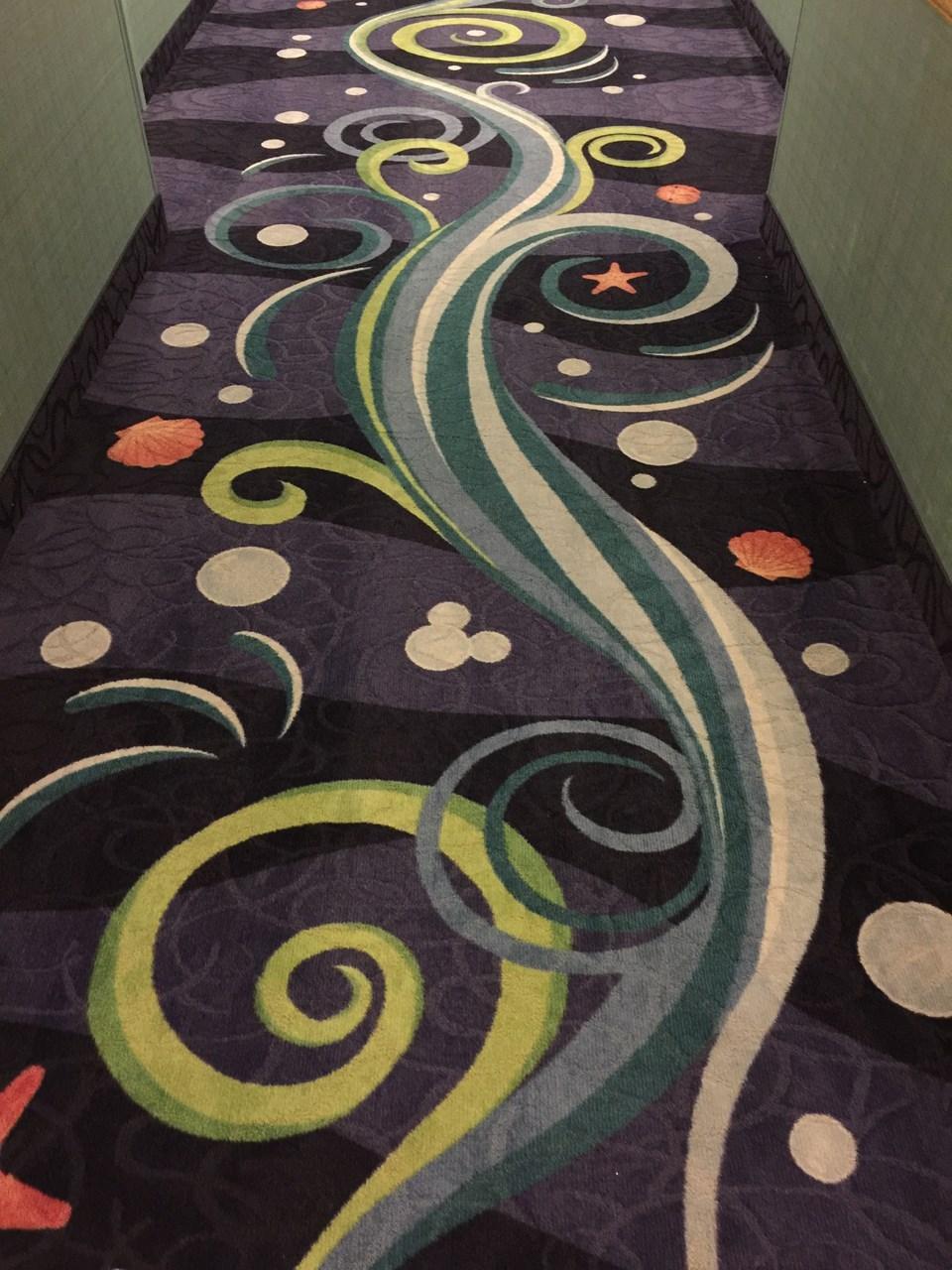 パラダイスピアの廊下はこんなデザインに