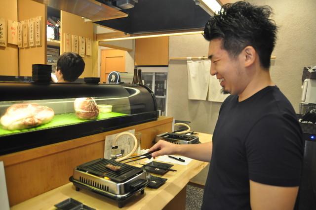 野毛で「立ち食い焼肉」初体験! 3000円でどれだけ満足できるの ...