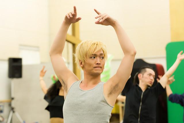 バレエ、ヒップホップから日本舞踊までカバーする高い身体能力と表現力をもつ。-丘山晴己