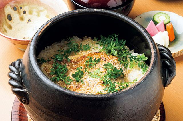 和食さくらい(学芸大学) 鯛めし 2500円 鯛の骨から取っただしで炊き上げている。鯛は皮が香ばしく、身がしっとりとやわらかい。