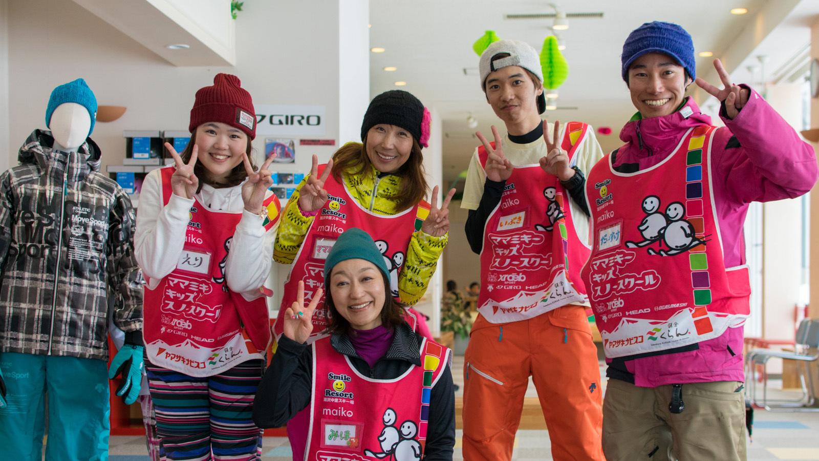 ママミキーキッズスノースクール 代表・中澤美樹さん(後列・左から2番目)