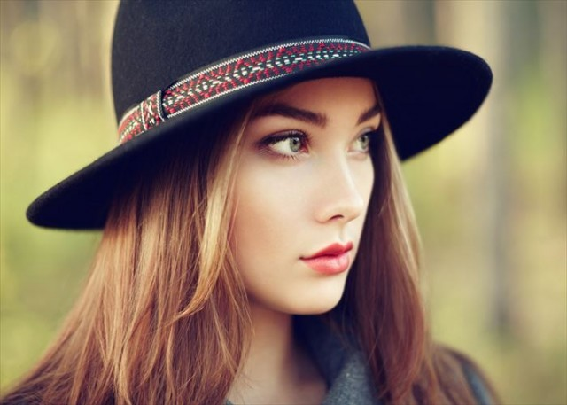 Portrait of young beautiful woman in autumn coat. Girl in hat. Fashion photo