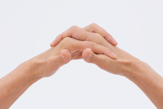 1本ずつ立てる指を変えます。 1 親指