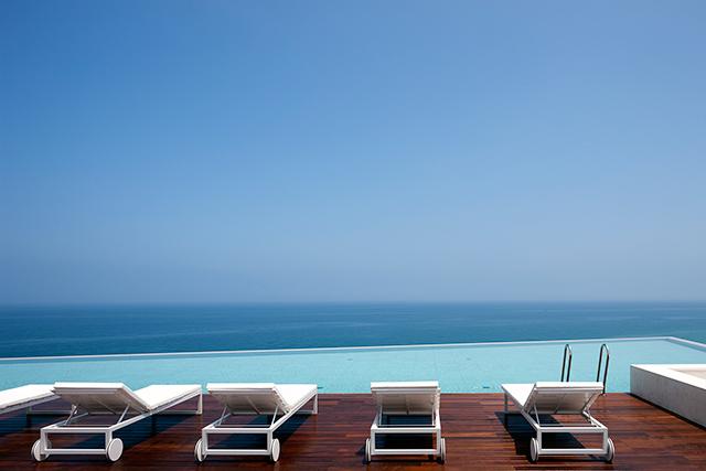 バルコニーで、ビーチで、夏場のアクティビティだけじゃなくても、一日中海を眺めてゆっくりしたいですね! 写真提供:シーマークホテル