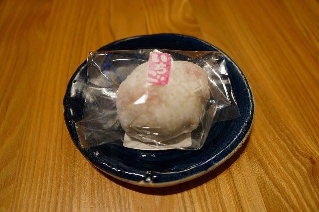 小粒の苺がなんと二つ! 果匠正庵(広尾) いちご大福 324円