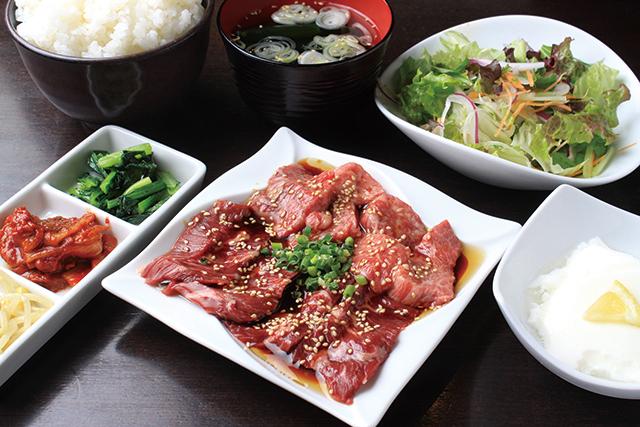 日替わり焼肉セット(ライス・サラダ・みそ汁・デザートまたはドリンク付)990円|和牛焼肉バル KURAMOTO