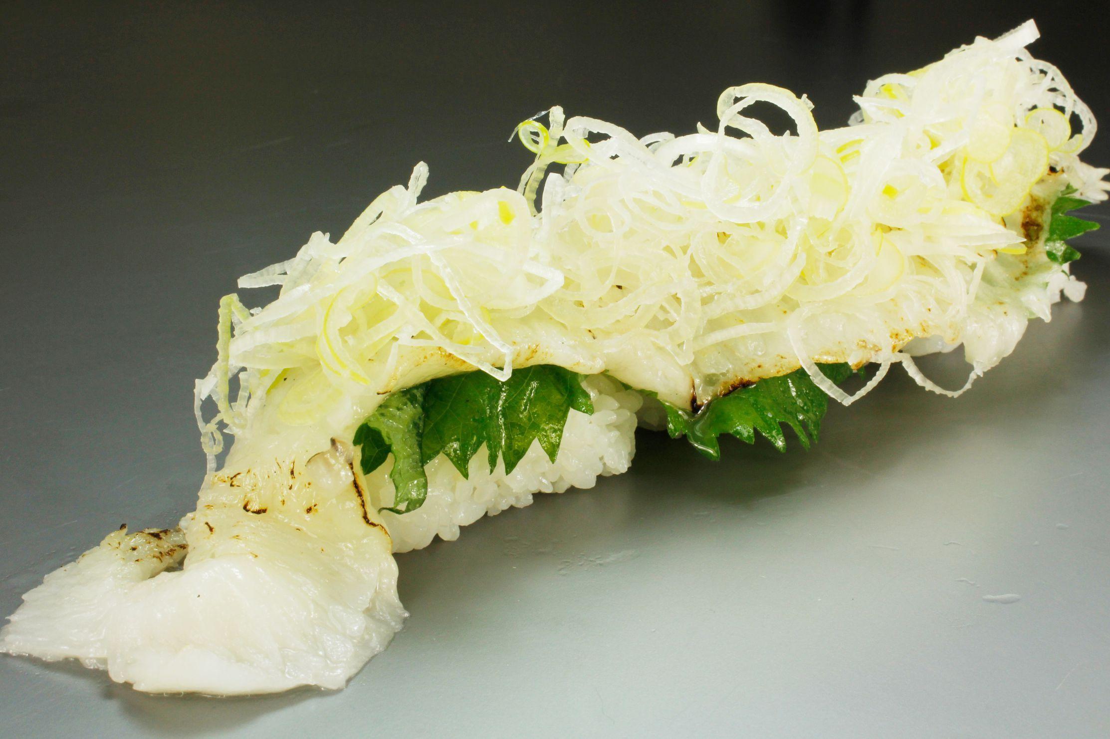 独楽寿司(神奈川県) グローバル寿司チャレンジ2015 世界チャンピオン地引淳監修 とろけるエンガワ寿司 トリュフ塩味