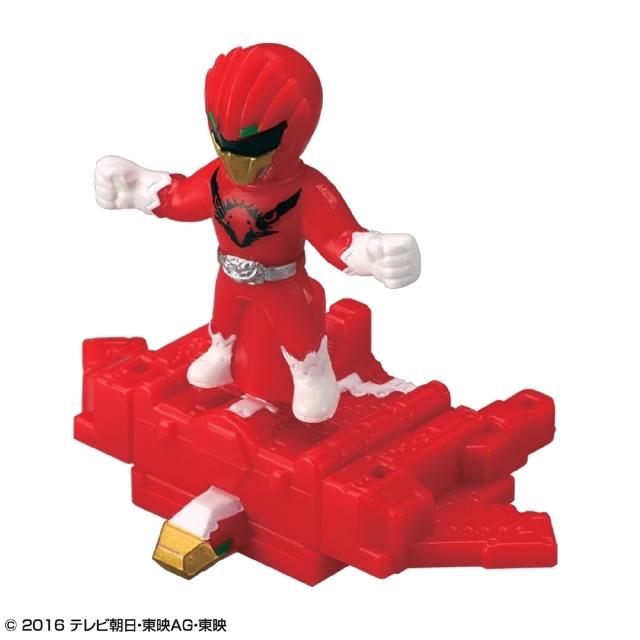 ヒーローの「ジュウオウイーグル」と動物型ロボ「キューブイーグル」のオーナメント