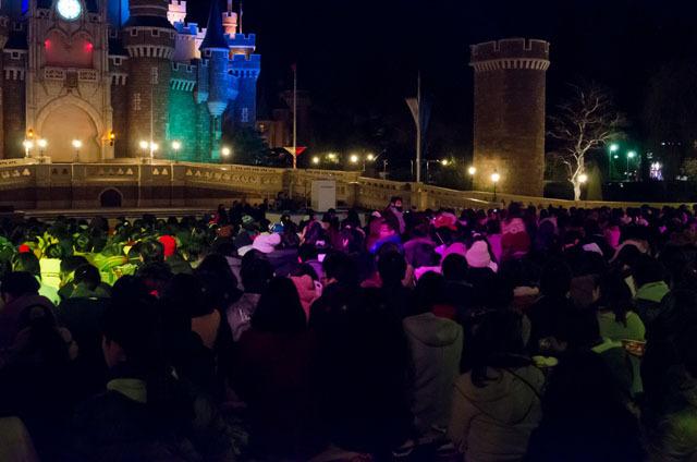 シンデレラ城前でセレモニーが行われる ©Disney