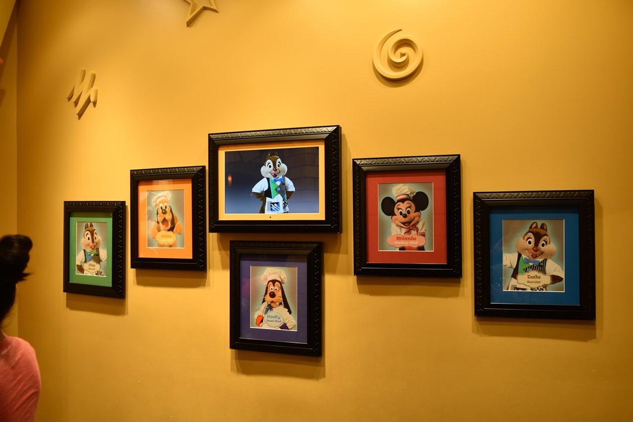 グーフィーズキッチンの壁には各キャラクターの役回りが掲示されております