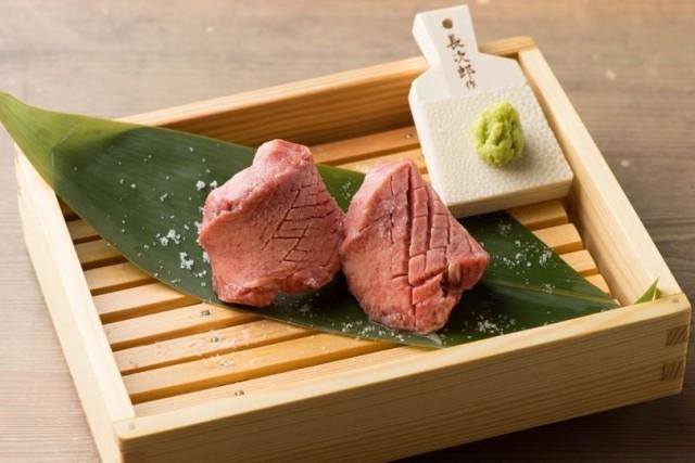 01ec3472e6d7 記念日には肉!超希少な「五島牛」を盛り合わせた『五島牛肉ケーキ』が ...