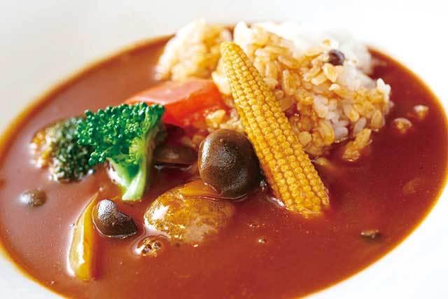 囃shiya(銀座) 朝採れ野菜たっぷり ハヤシライス 1200円 ソースはさらりとしながらも濃厚なコクが楽しめる。10種以上の野菜が入っている。