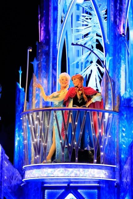 大人気のアナと雪の女王も登場! アナ雪が登場するのはアナハイムだけです。