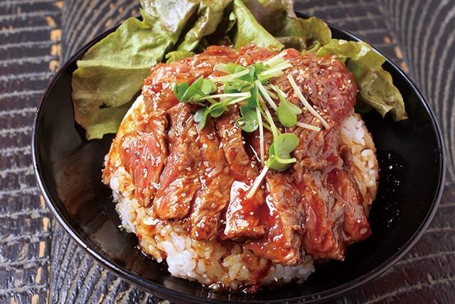 ステーキ丼(並)950円|レッドロック 高田馬場店