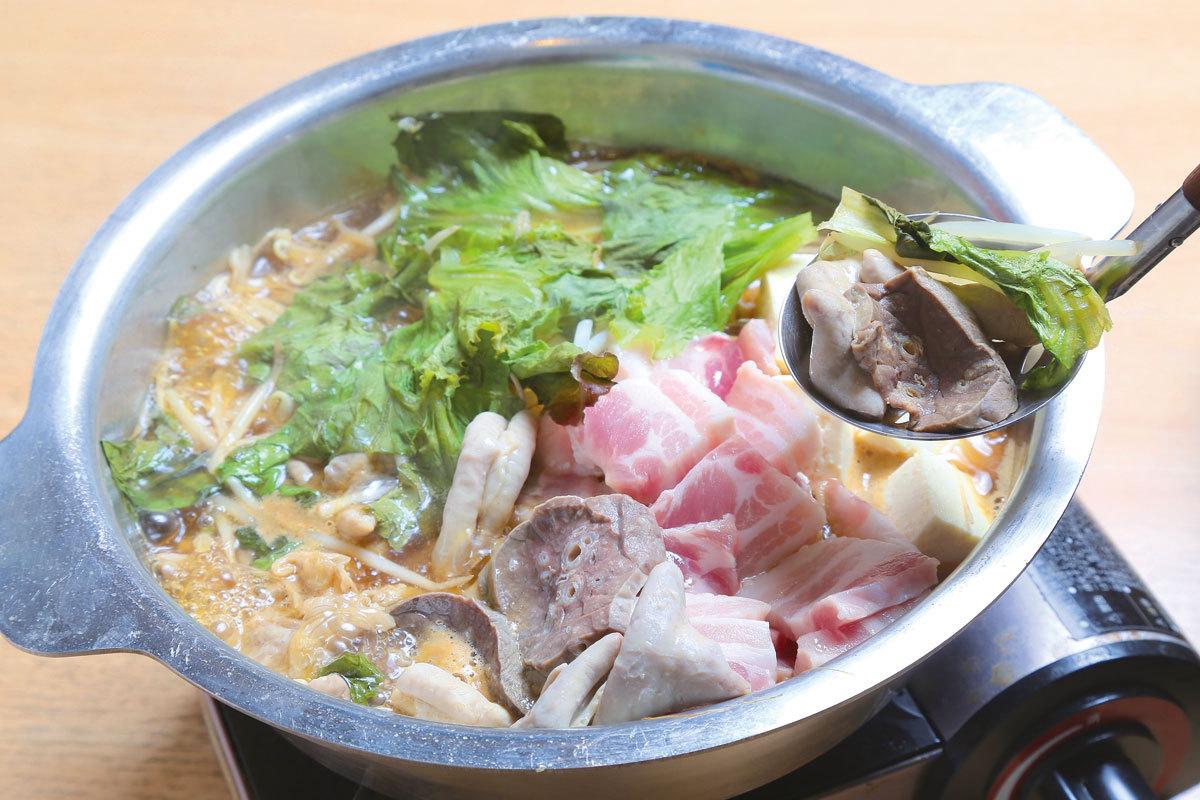鉄板焼・ホルモン鍋 なす(福島)  ホルモン鍋 1人前800円(写真は3人前)