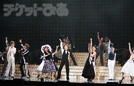 『SUPER GIFT! ~from Takarazuka stars~』公演の模様