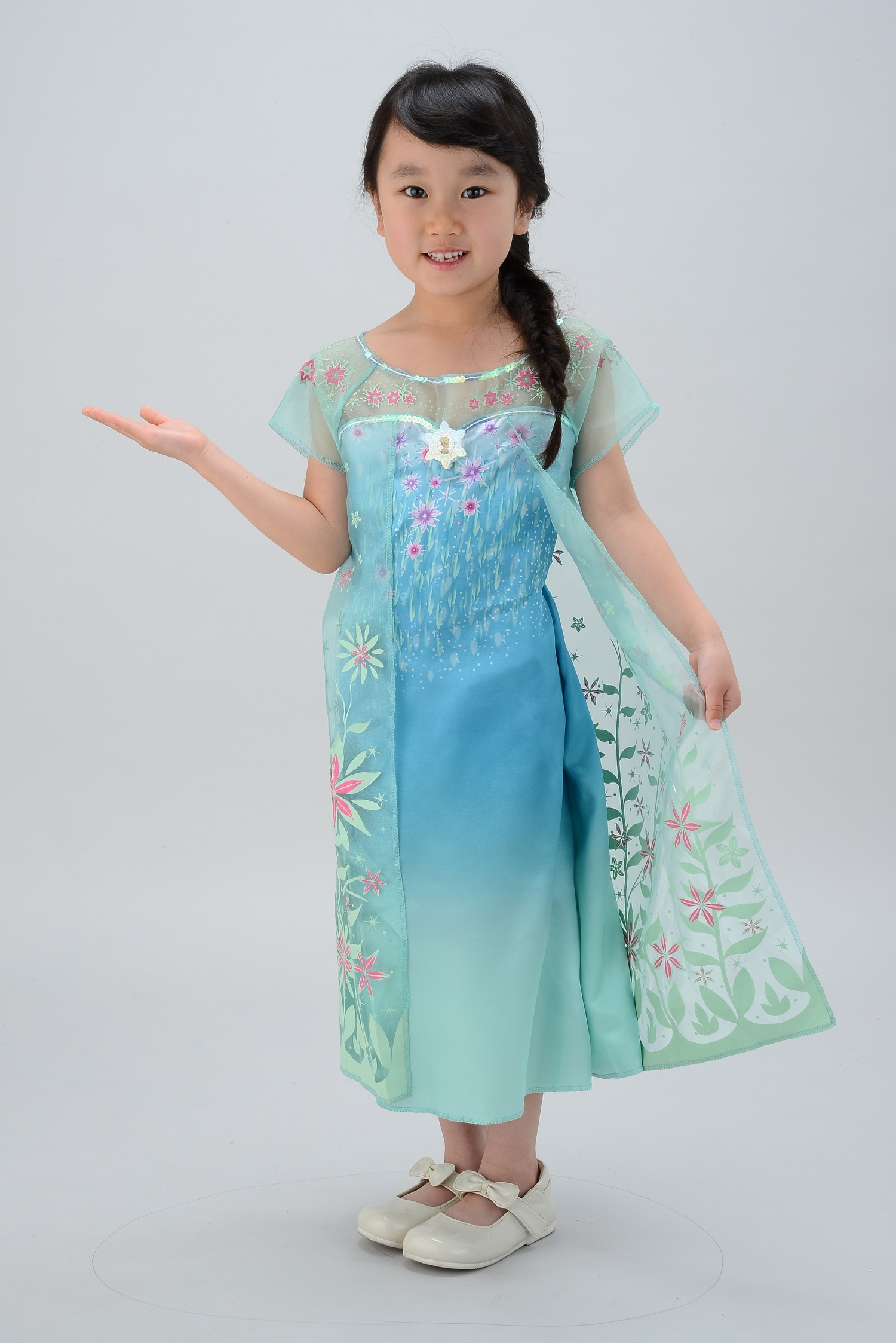 92dfa1ff6ca51 タカラトミー アナと雪の女王 おしゃれドレス エルサのサプライズ 3800円 ※靴